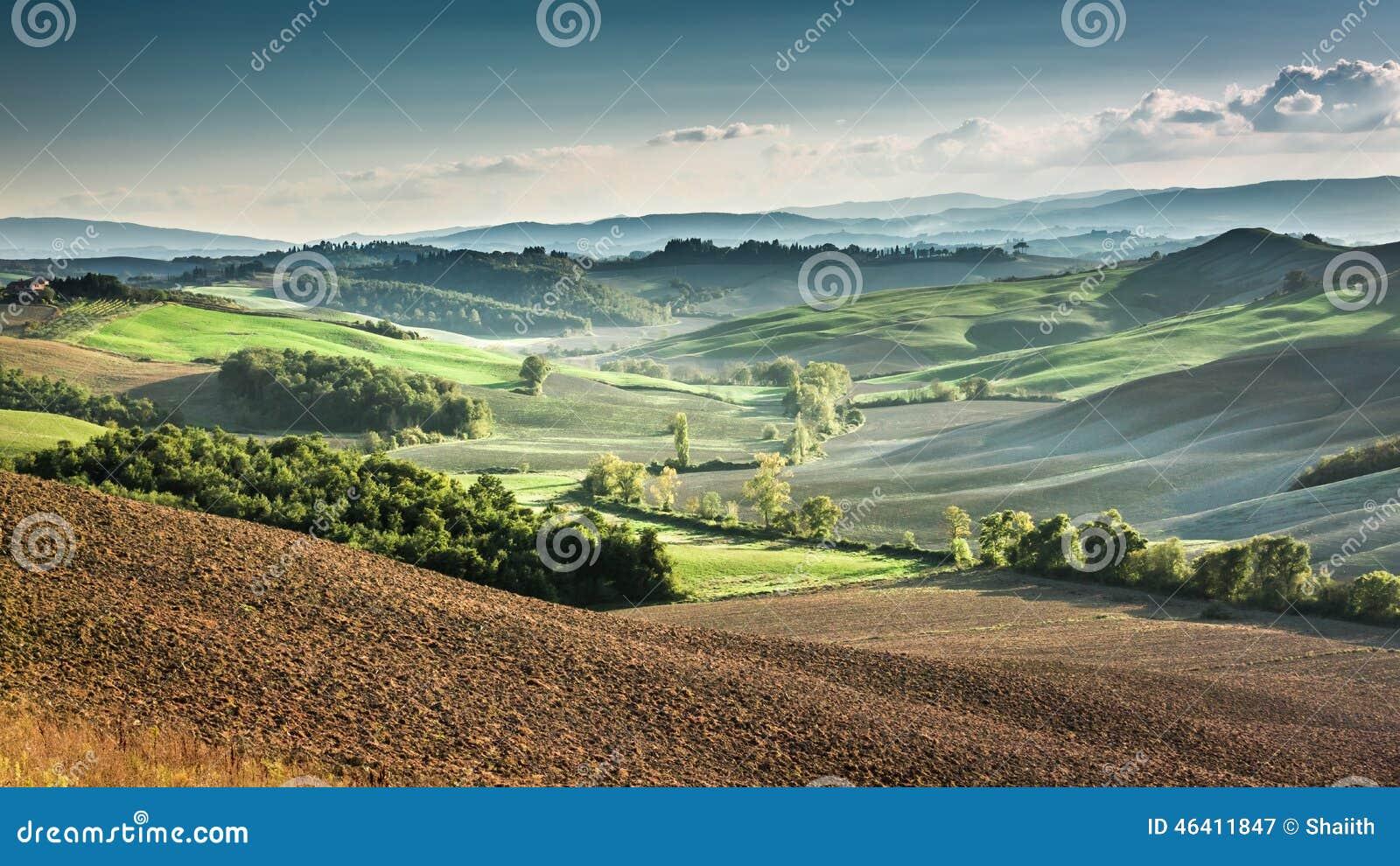 Piękny widok jesień krajobraz w Tuscany