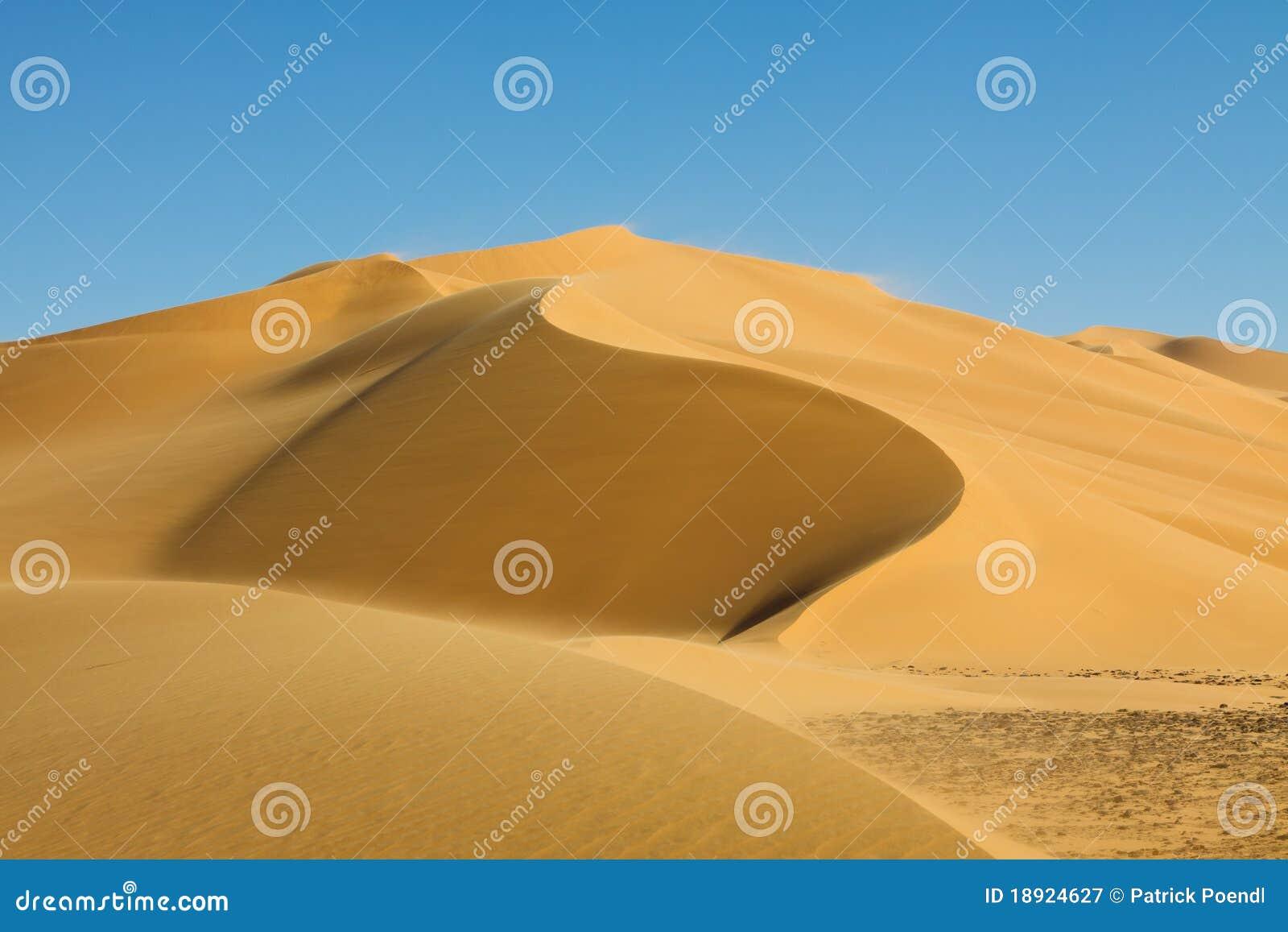 Piękny wydmowy erga Libya Sahara tamesset