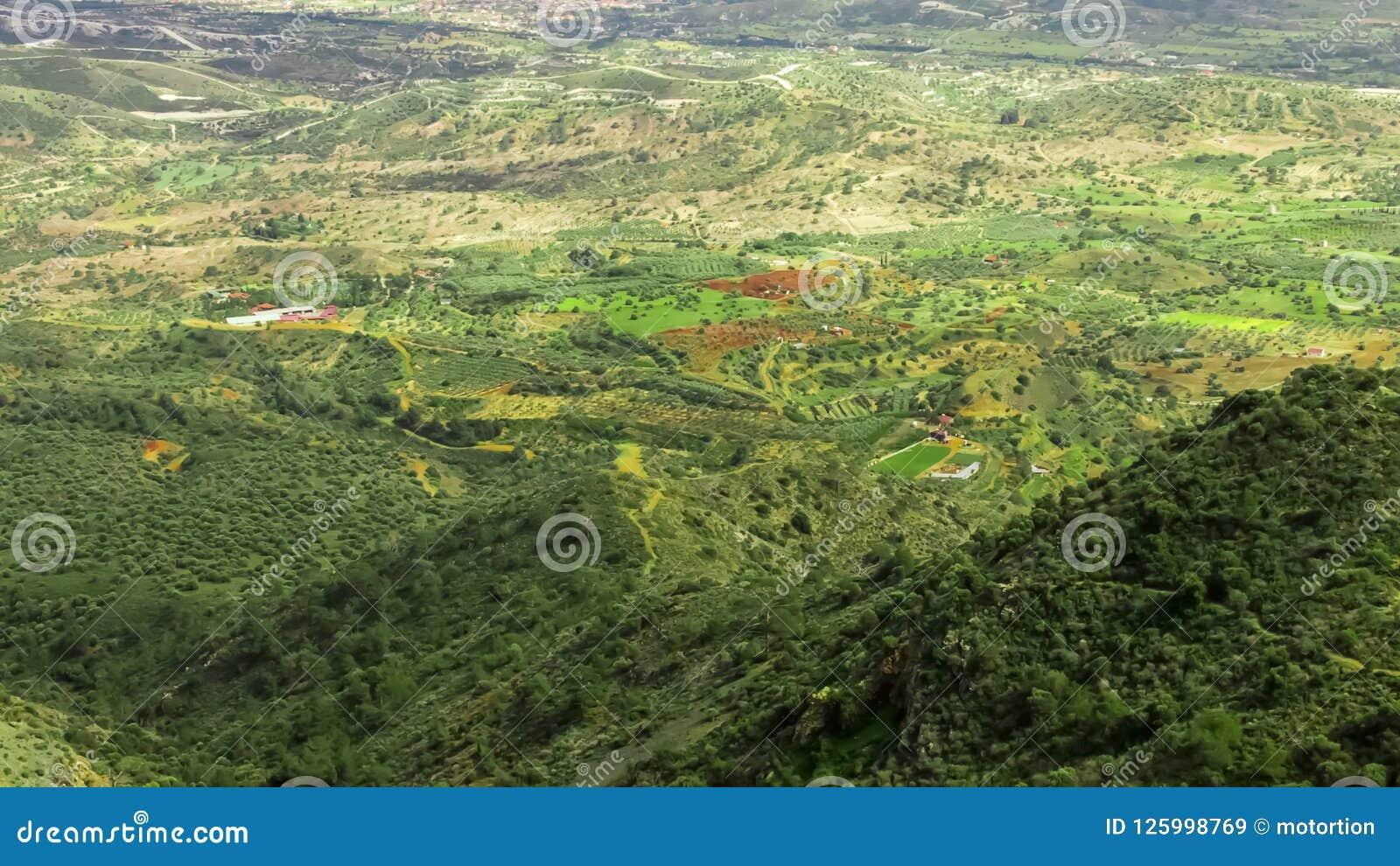 Piękny zieleń krajobraz, widok z lotu ptaka od góra wierzchołka, Cypr natura, ekologia