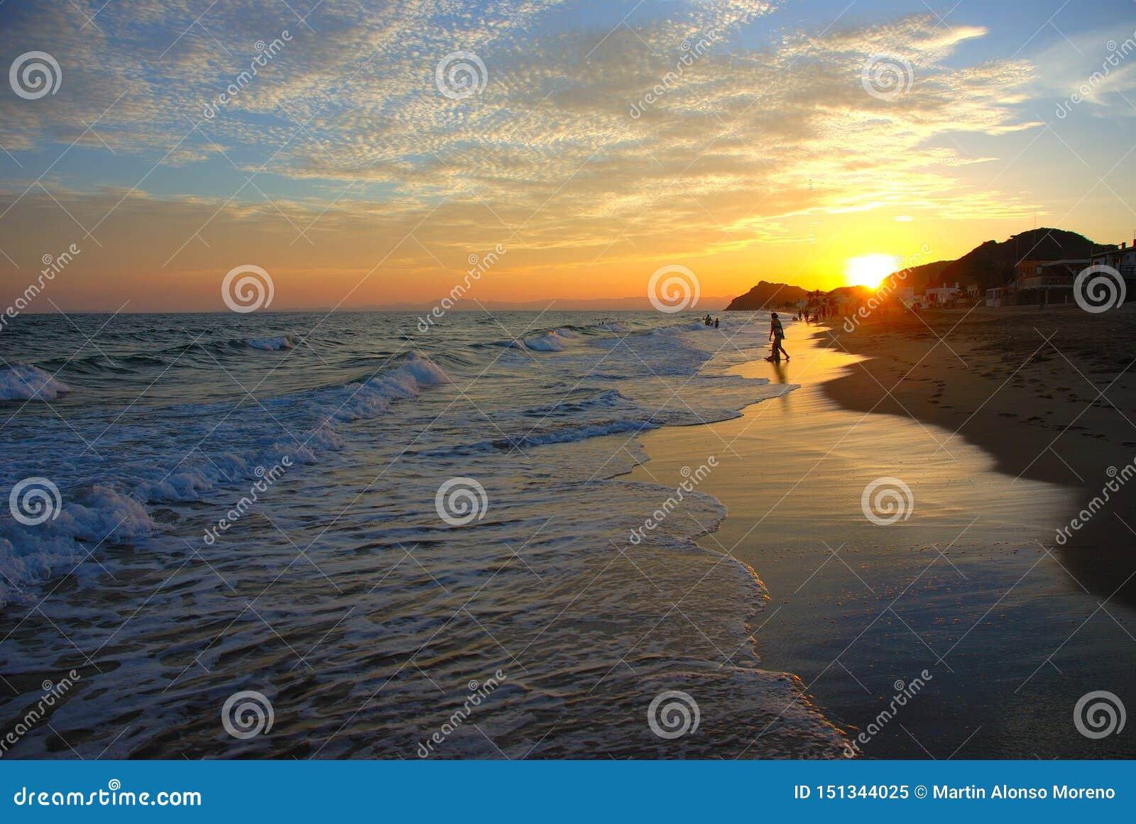Piękny zmierzch na plaży San Carlos Sonora