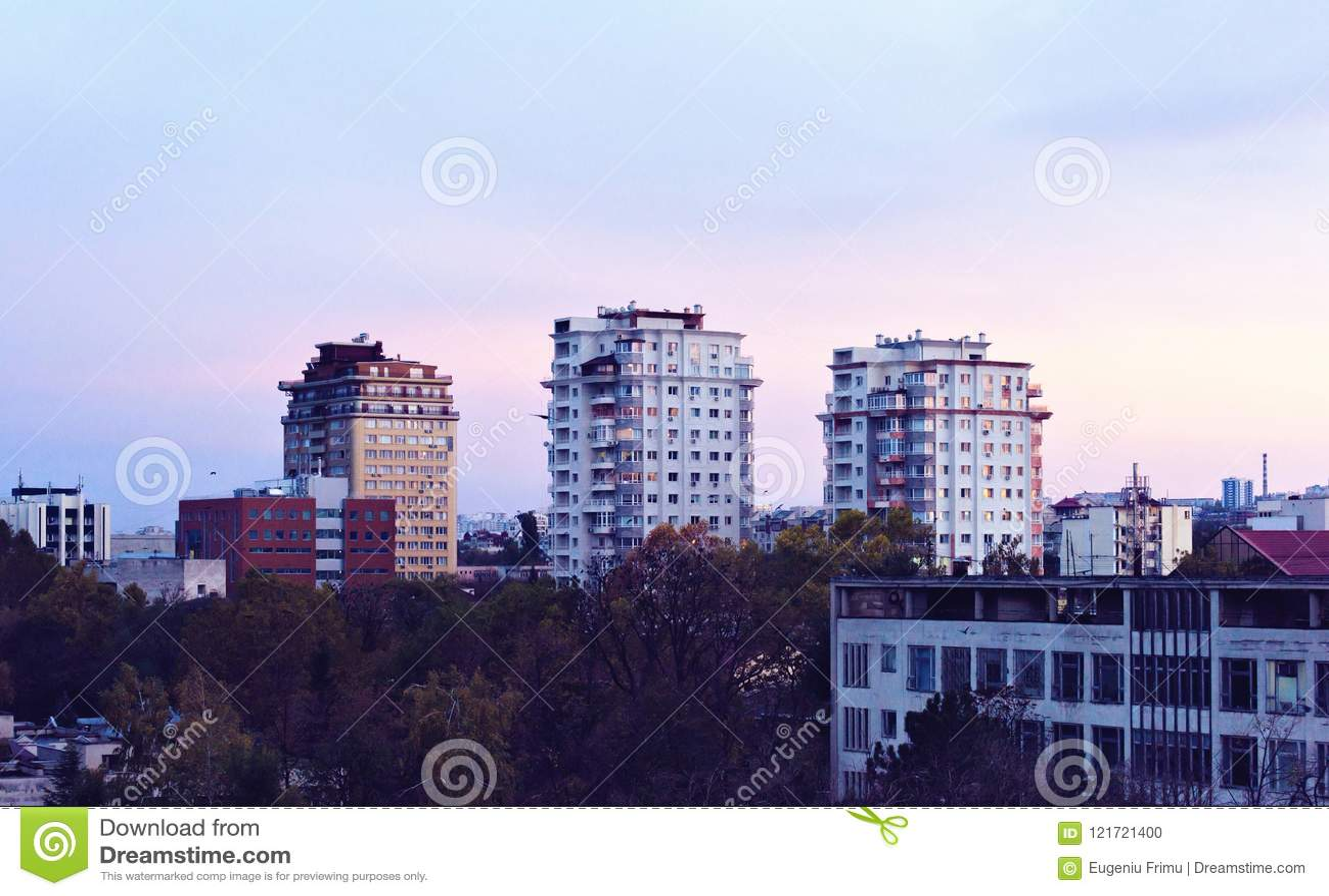 Piękny zmierzch w Chisinau miasteczku