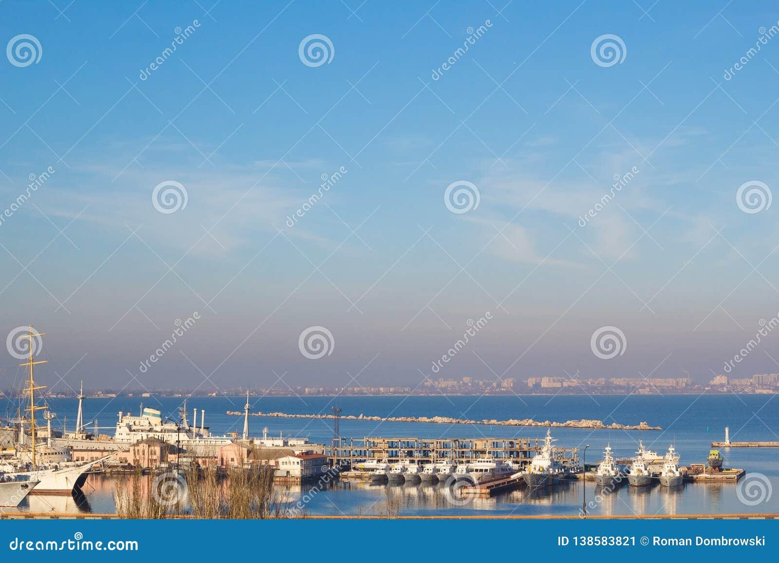 Piękny zmierzch w Odessa porcie morskim Ukraina