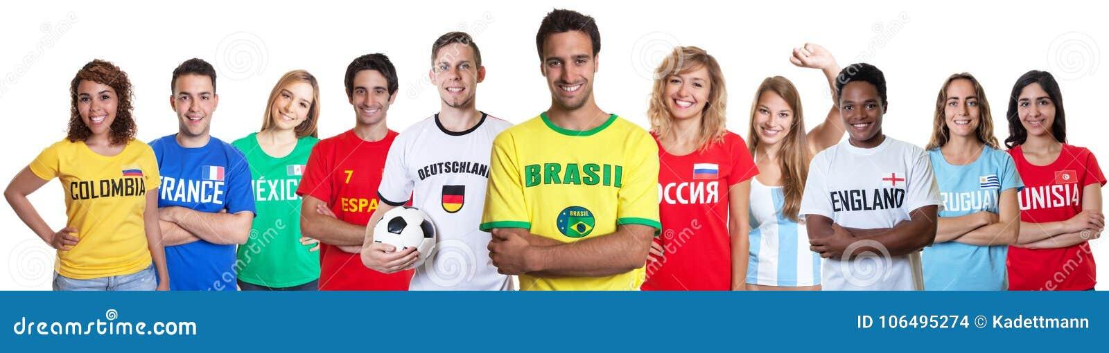 Piłki nożnej fan od Brazylia z zwolennikami od innych krajów
