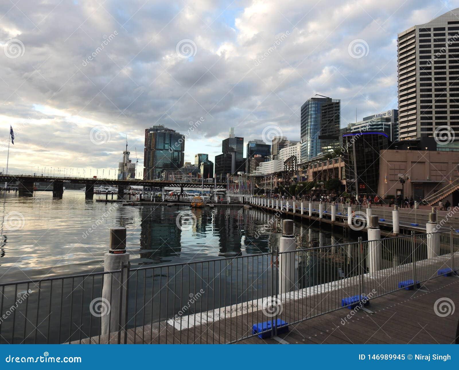 Pi?kni miasta Australia s? Canberra i Sydney zna? dla Gryf jeziora, muzeum narodowe, sztuki galeria, parlament