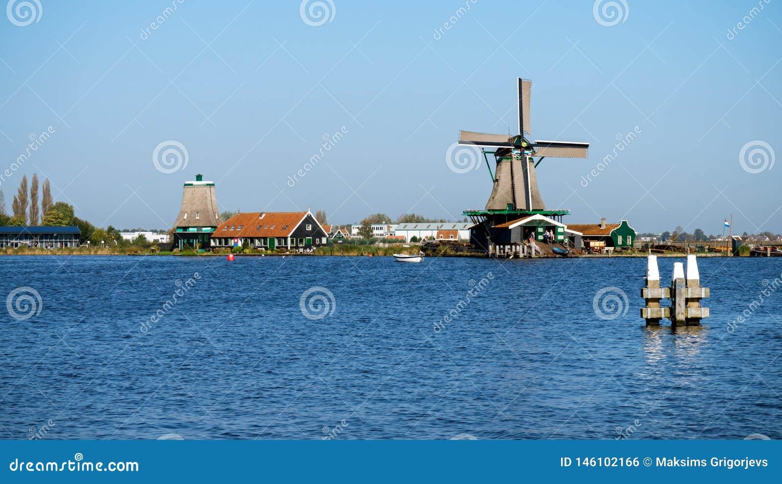 Pi?kny Zaanse Schans wiatraczka krajobraz w Holandia holandie