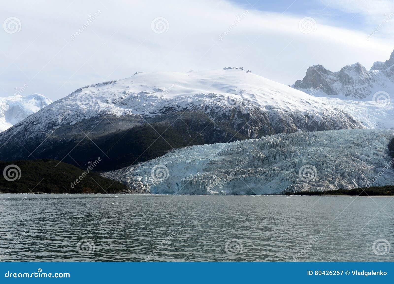 Pia lodowiec na archipelagu Tierra Del Fuego