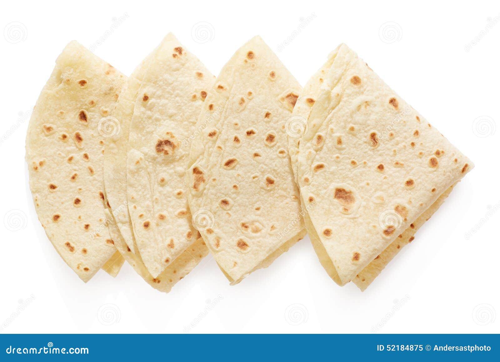 Piadina, italienische Tortilladreiecke auf Weiß
