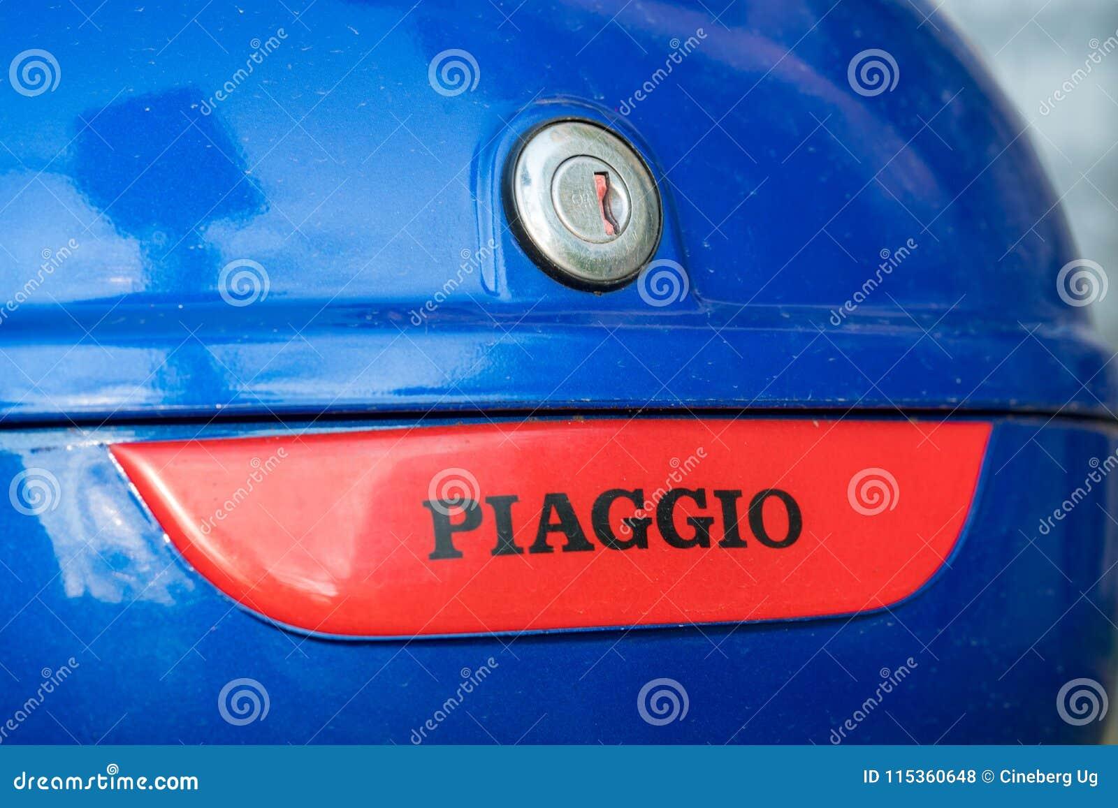 Piaggio Teken Op Motorfiets Hoogste Doos Redactionele Stock Foto