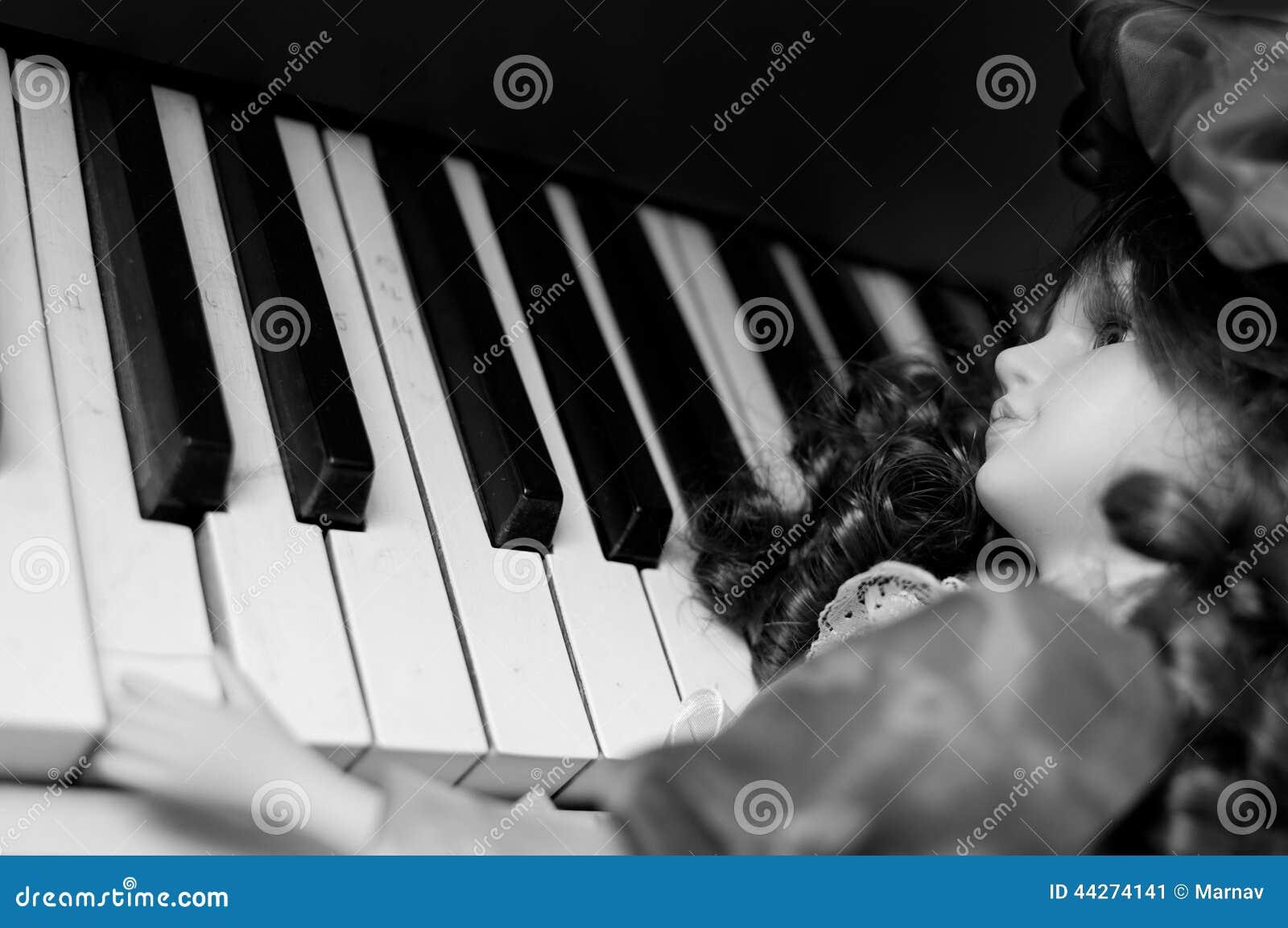 Pianist stock photo image 44274141 for Piani domestici contempory