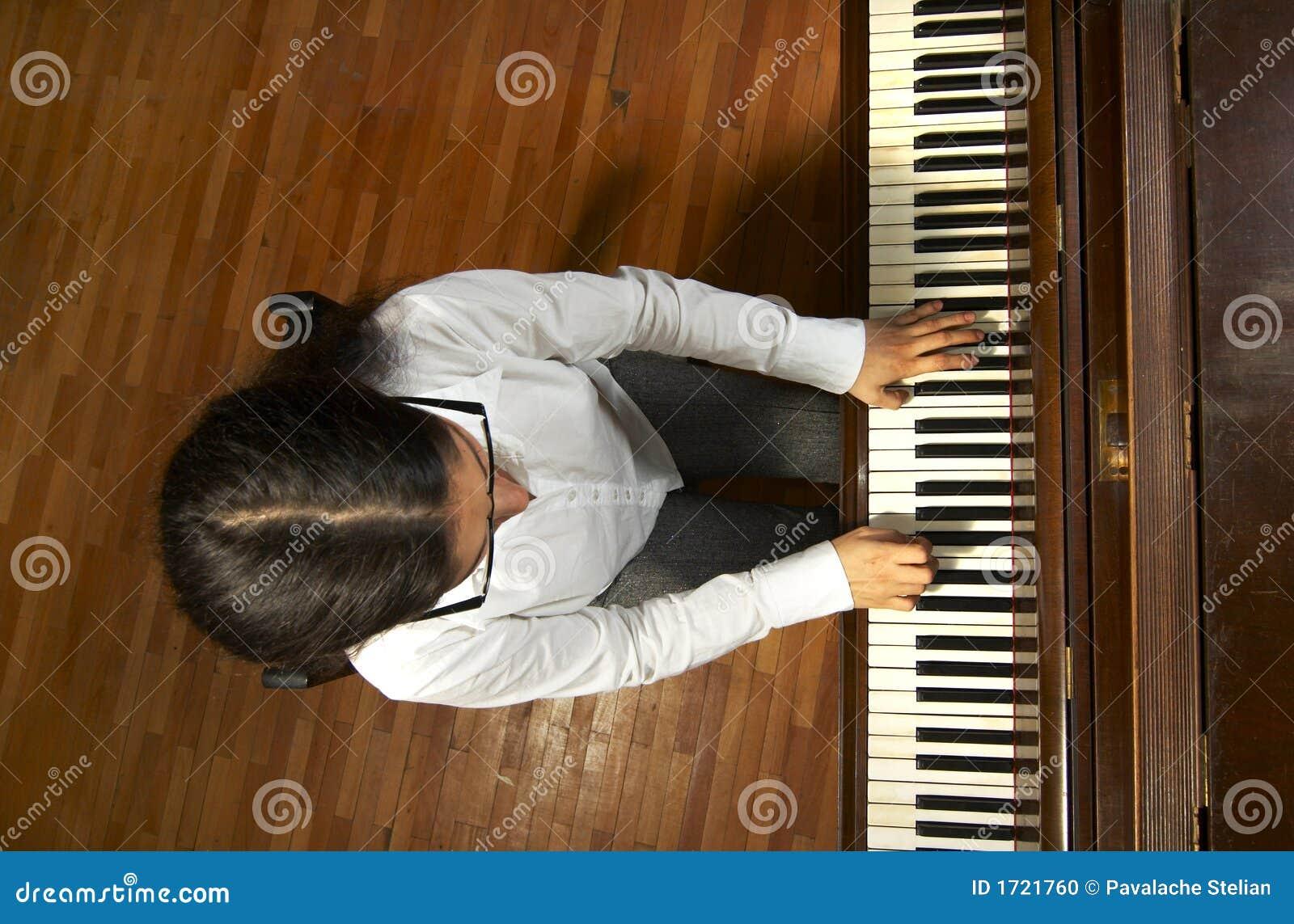 Pianista dotado en el Piano-6