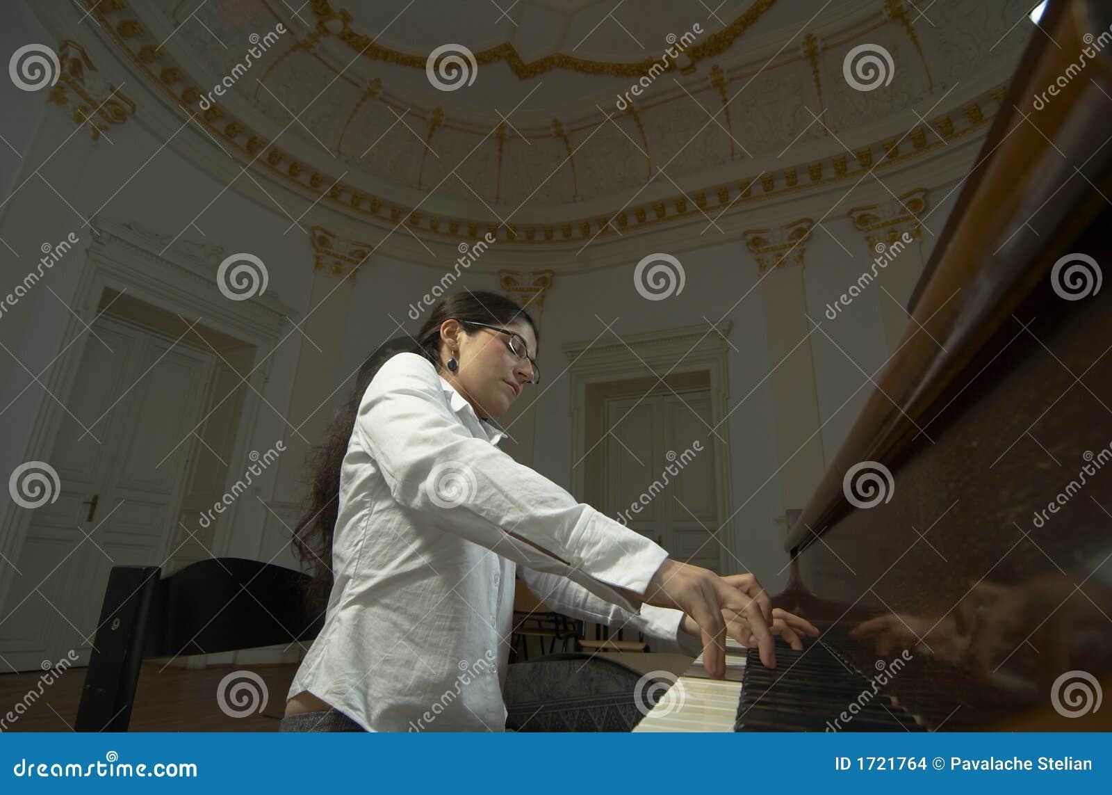Pianista dotado no Piano-2