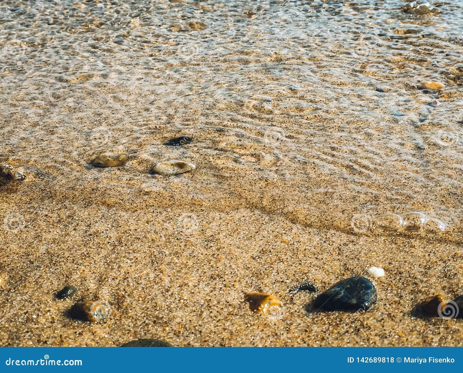 Piankowa kipiel i piasek morzem