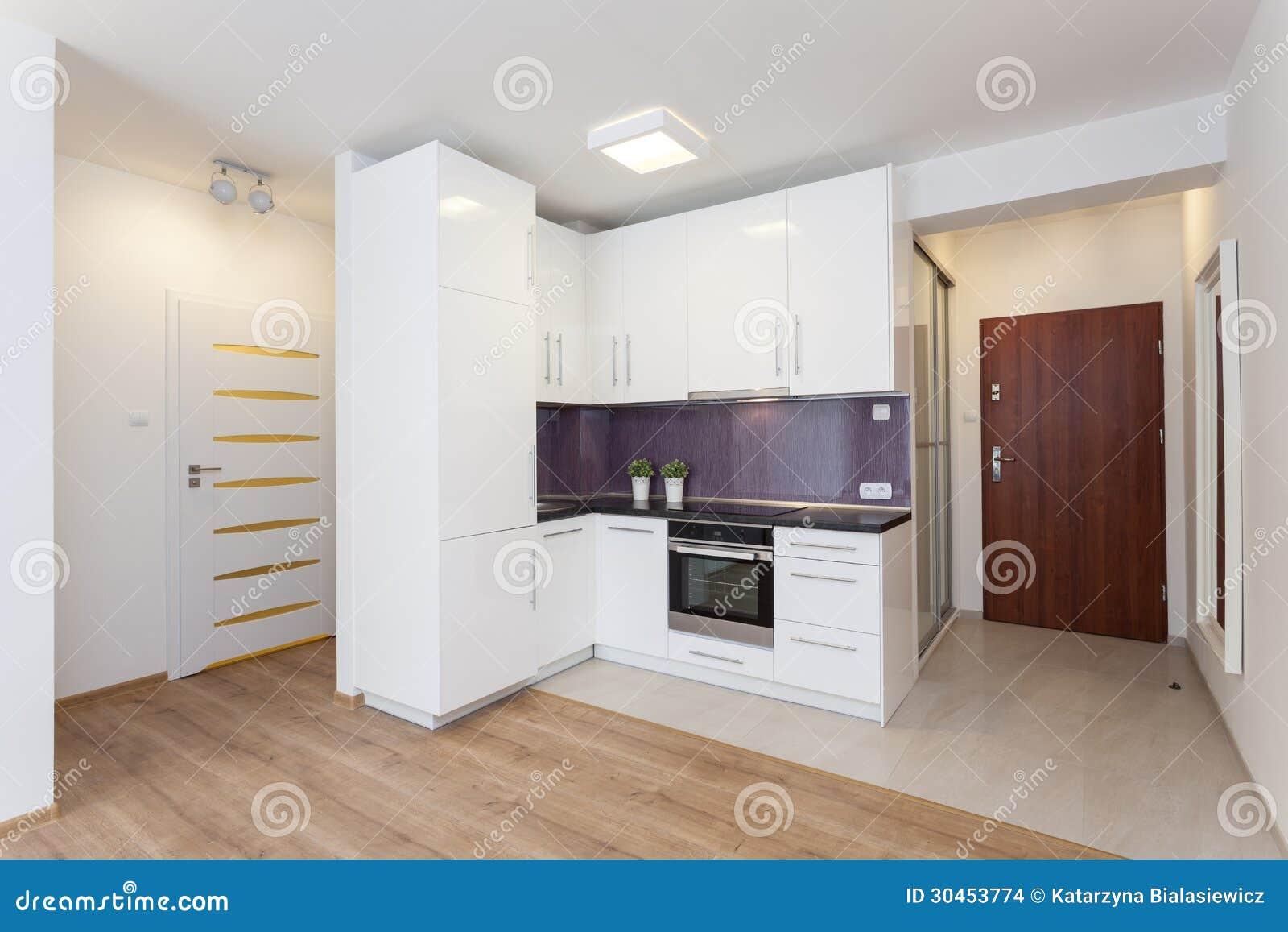Piano accogliente controsoffitto della cucina fotografia stock immagine di pavimento - Piano della cucina ...