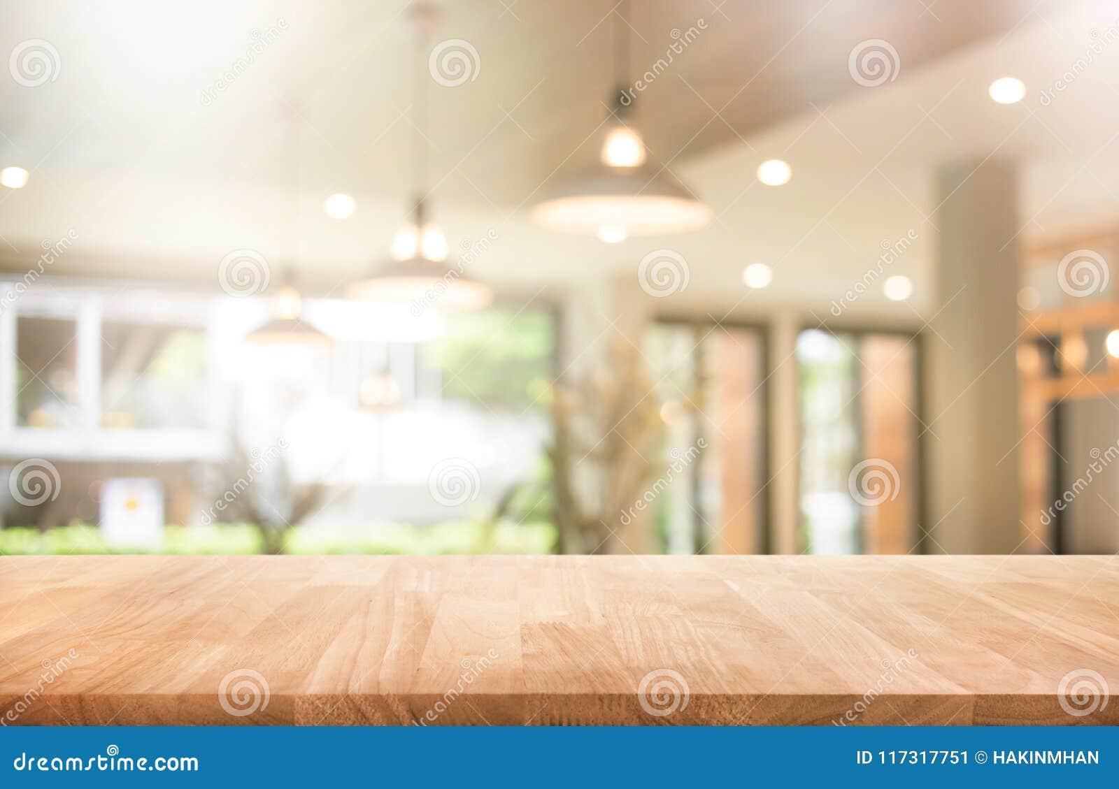 Piano d appoggio di legno con la caffetteria della sfuocatura o il caffè, ristorante