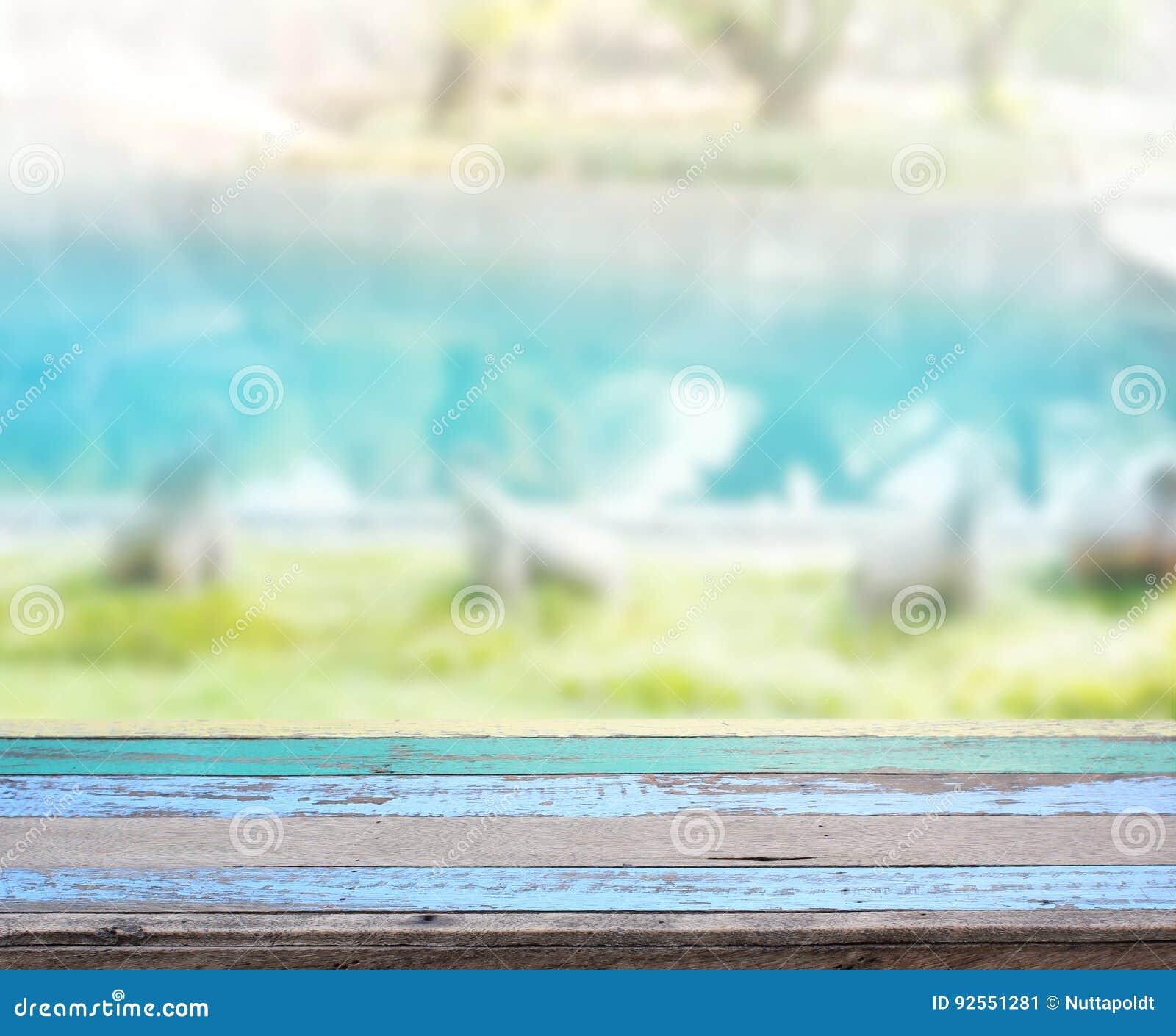 Piano d appoggio e piscina della sfuocatura di fondo