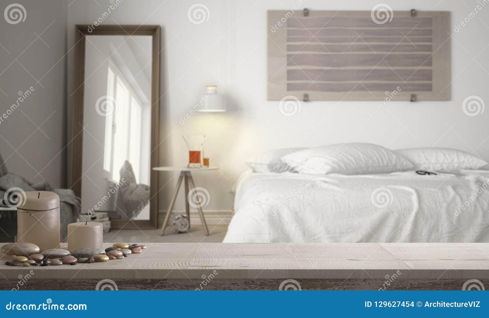 Candele Camera Da Letto : Piano d appoggio o scaffale d annata di legno con le candele ed i