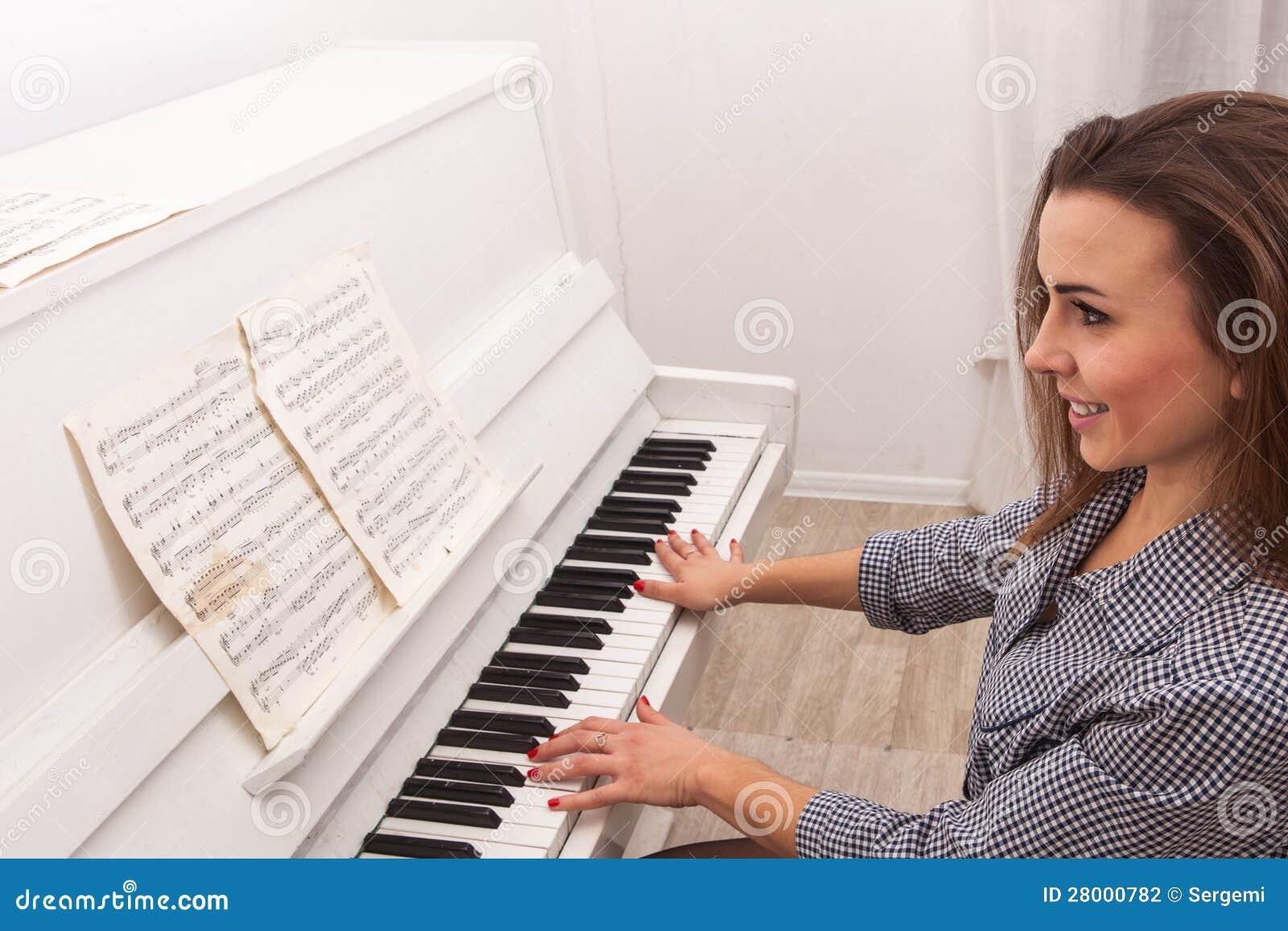 Piano de pièce de fille