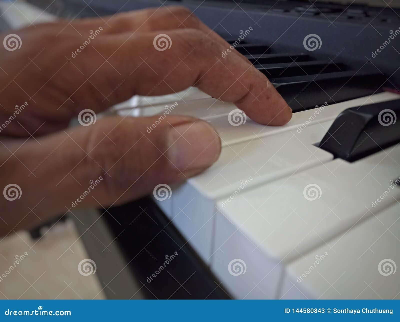 Piano muy viejo
