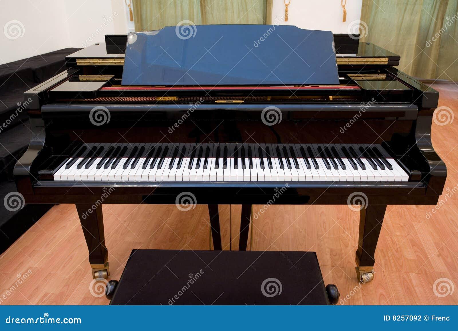 Piano sur la salle de concert