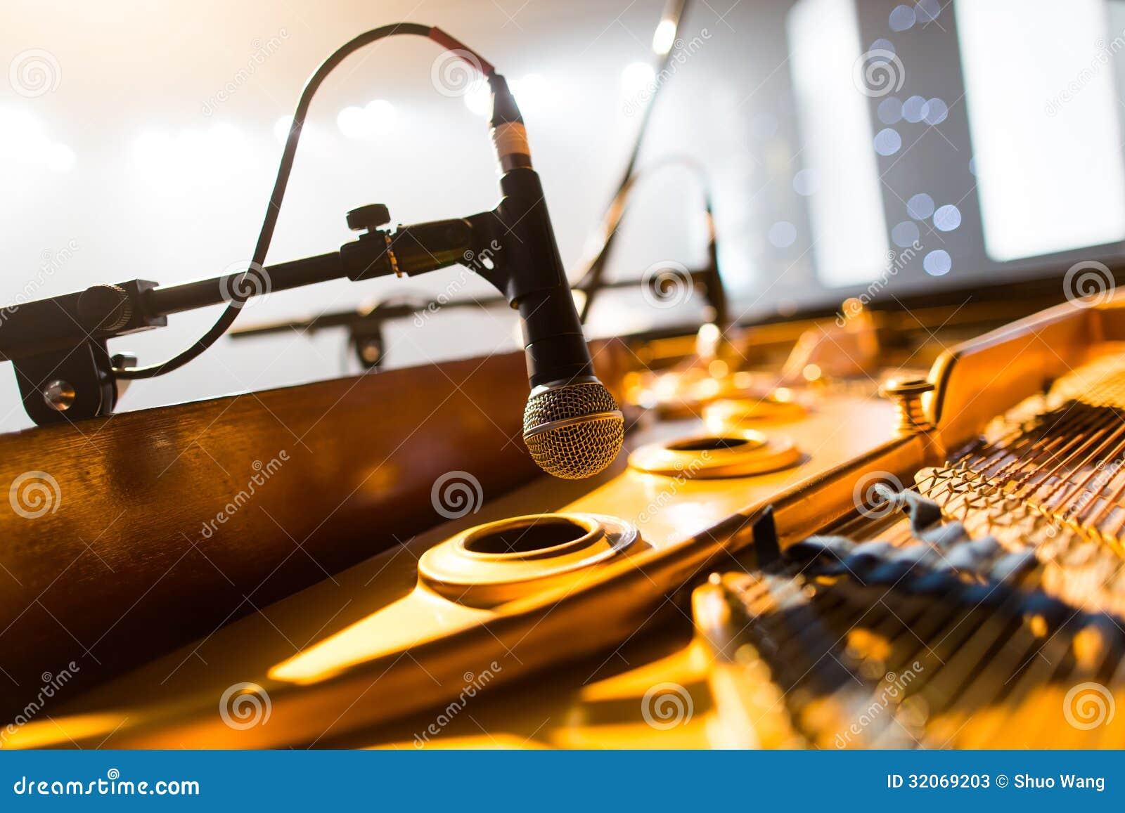 Pianomicrofoon