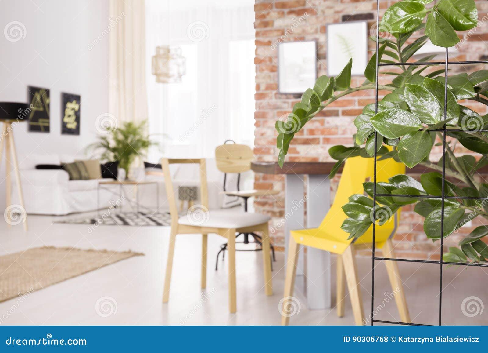 Pianta in sottotetto fotografia stock immagine di mobilia for Mobilia spazio