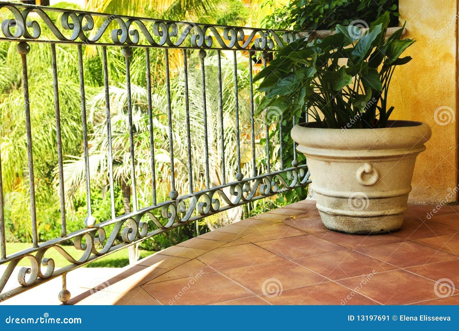 Pianta sulla veranda messicana coperta di tegoli immagine for Piani di veranda coperta