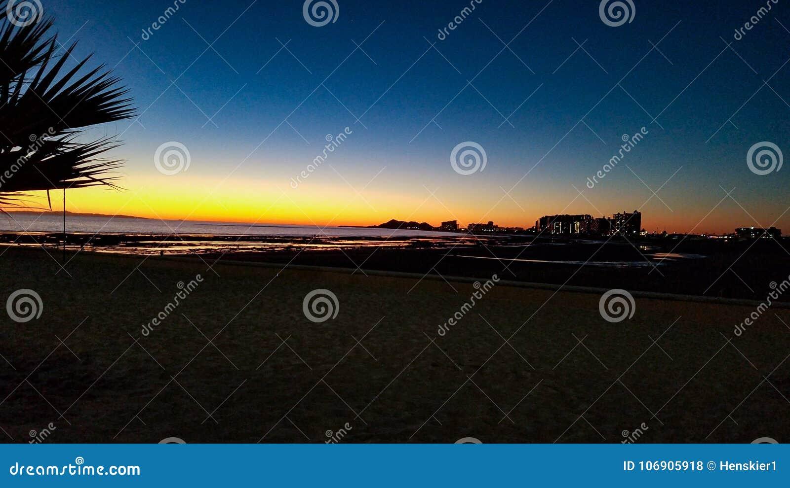 Piaskowata plaża, Skalisty punkt, Meksyk zmierzch