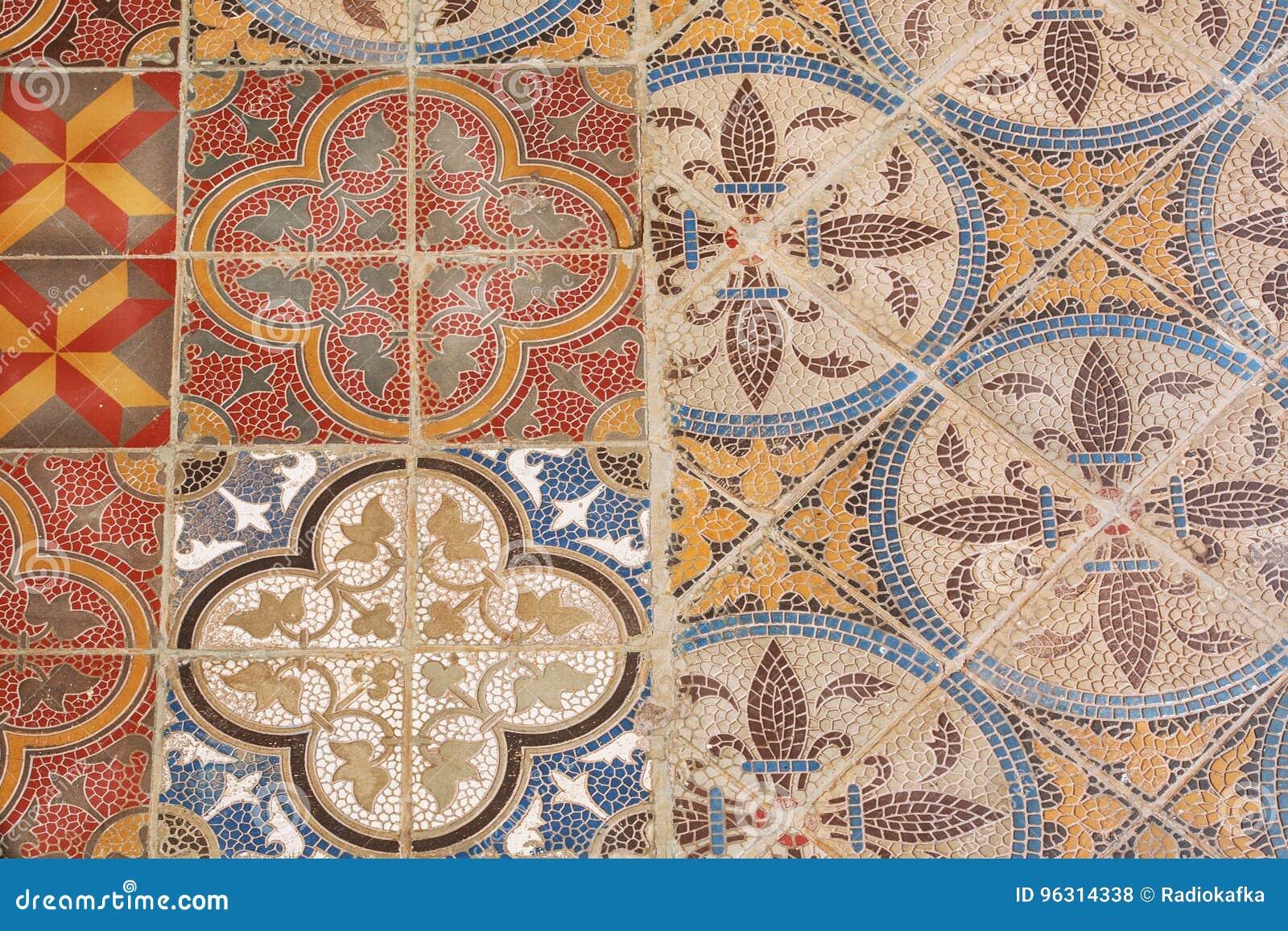 Piastrella di ceramica d annata variopinta di stile retro