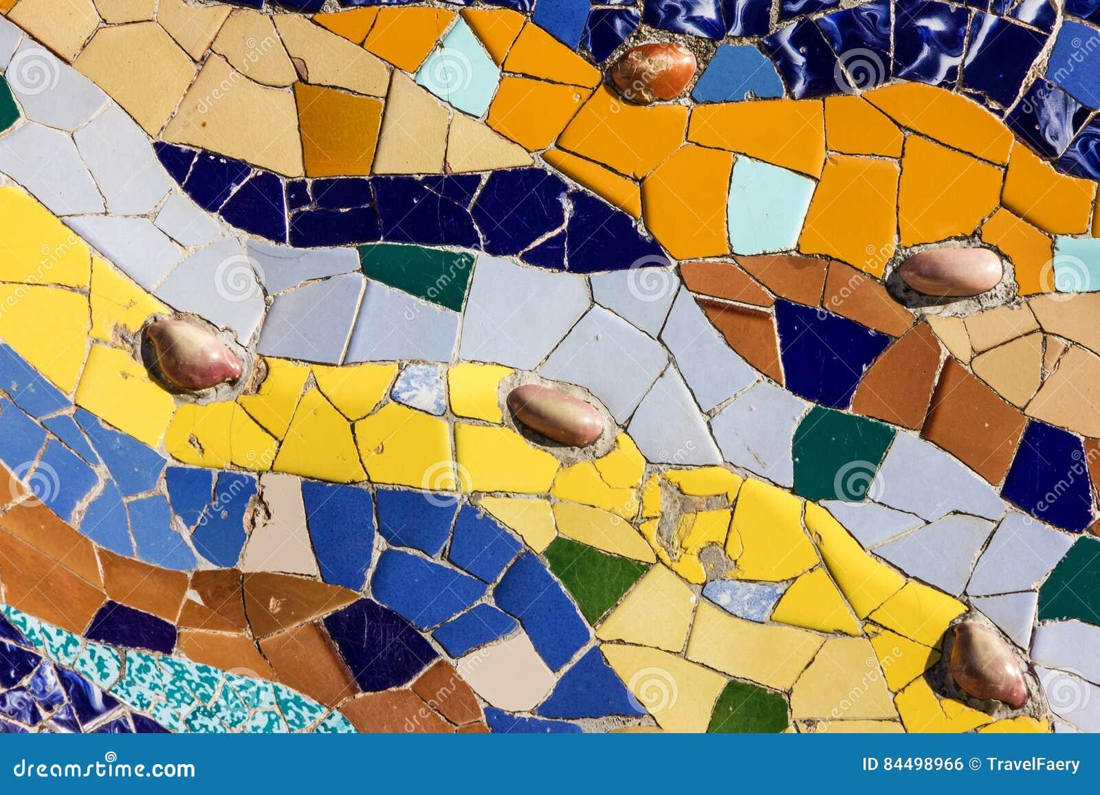 Piastrella di ceramica del mosaico decorazione in parco guell
