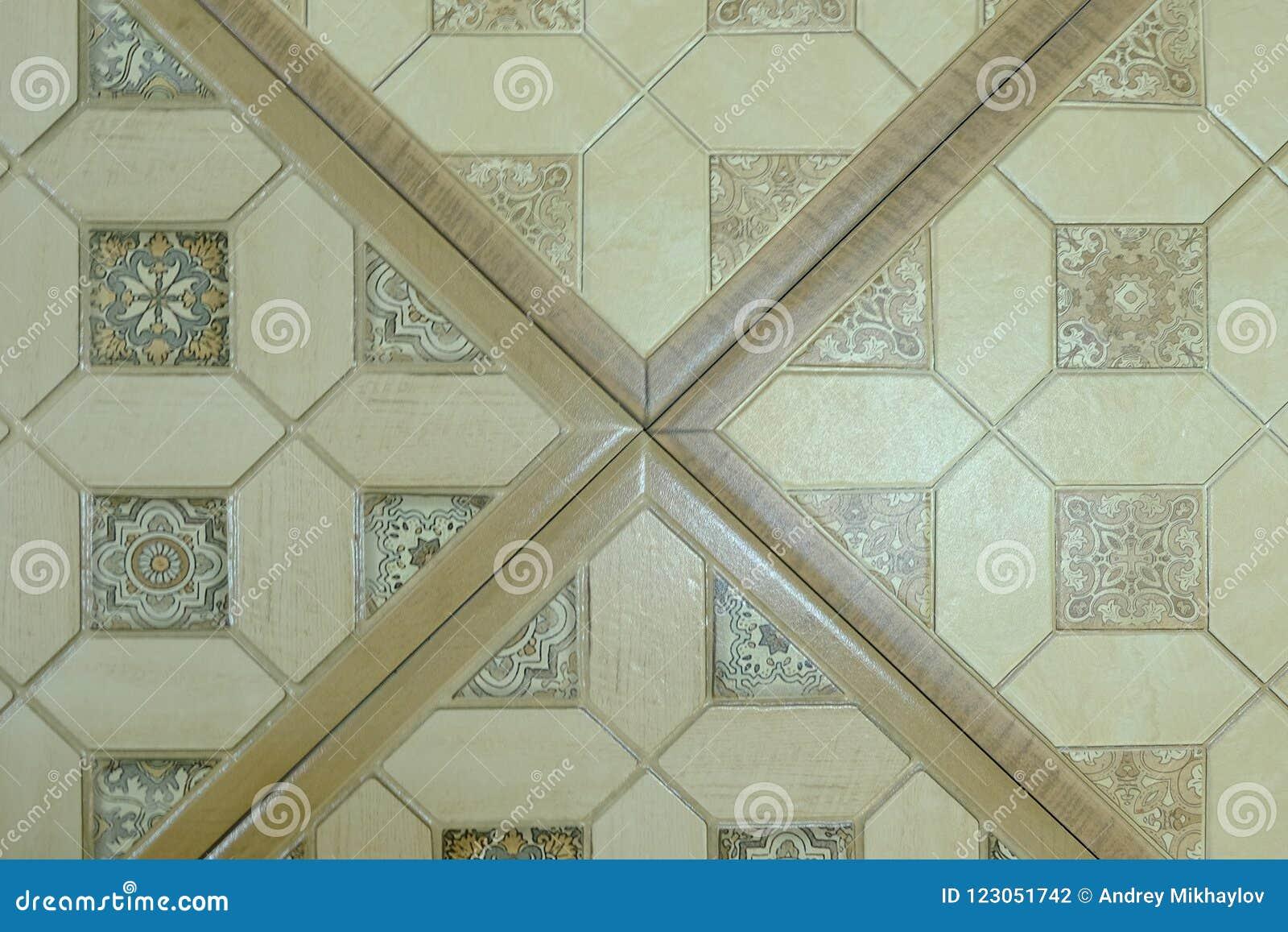 Piastrelle di ceramica con gli ornamenti mosaico piastrelle di