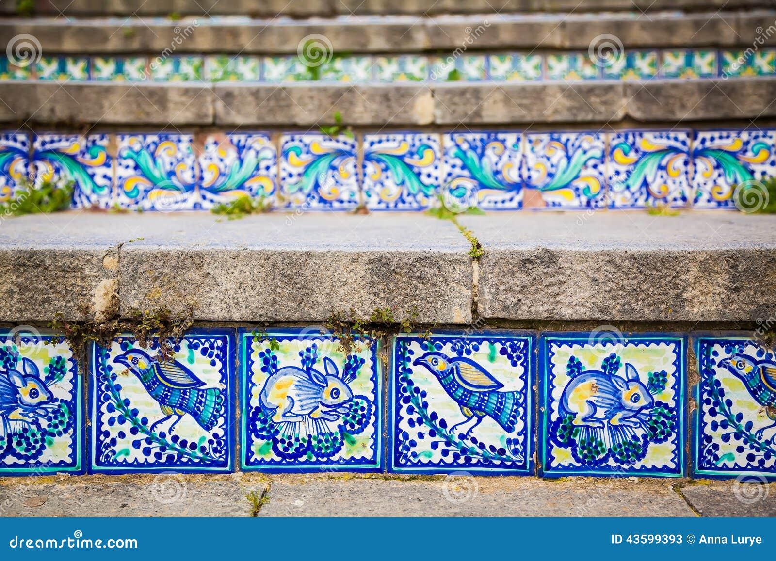 Piastrelle di ceramica del primo piano sui punti - Piastrelle di ceramica ...
