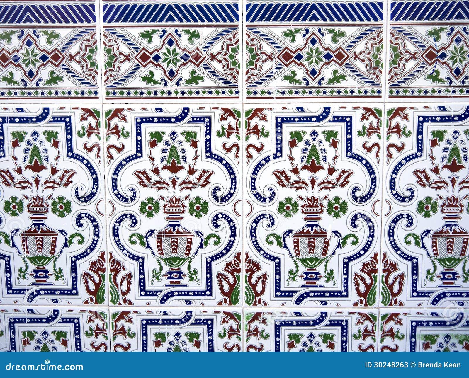 Disegni su piastrelle immagini bagni eleganti piastrelle disegni idee per bagno decoration x - Incollare piastrelle su piastrelle ...