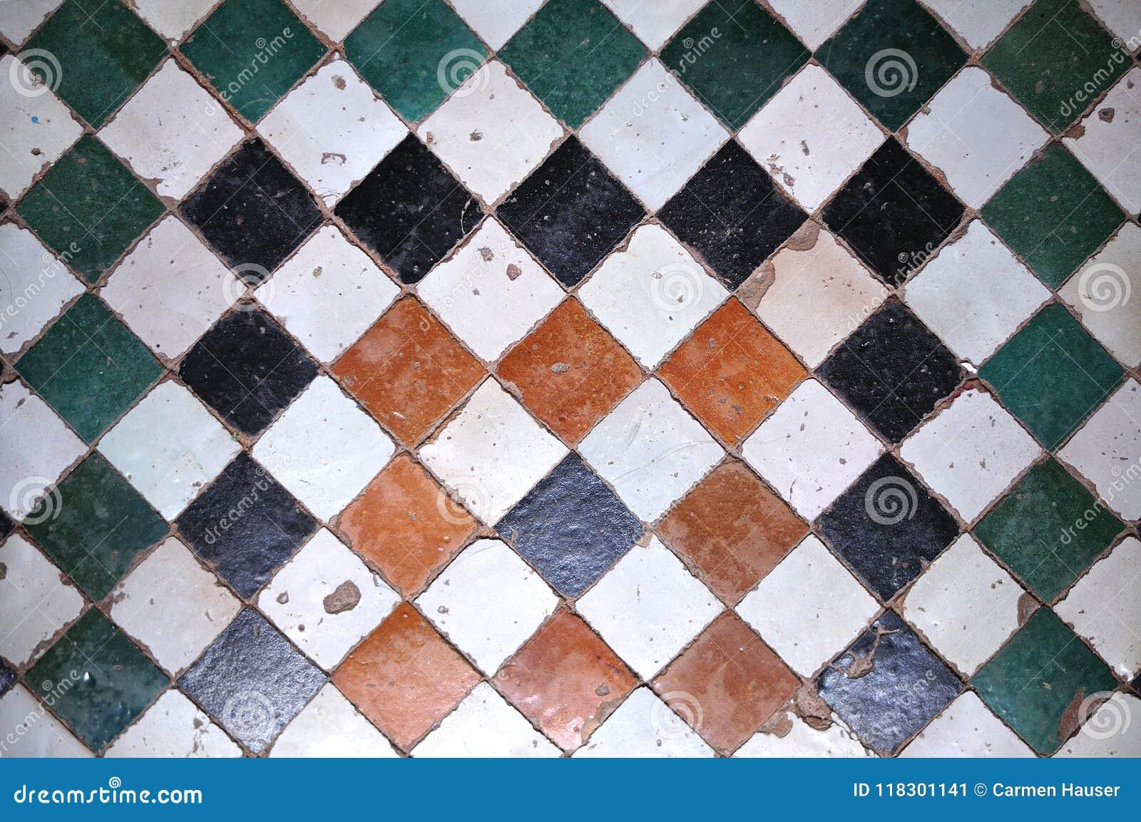 Piastrelle per pavimento quadratiche in medina di fes marocco