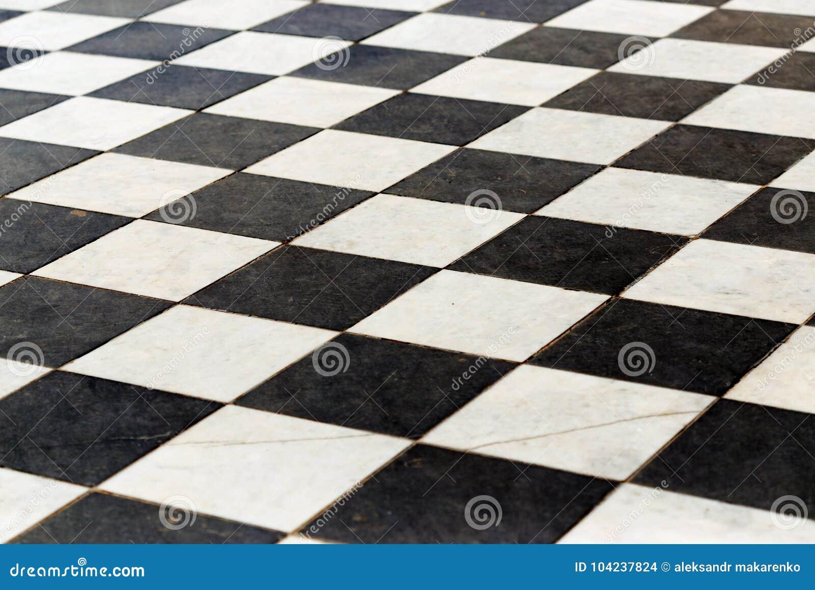 Pavimento in bianco e nero idee per arredare casa in bianco e