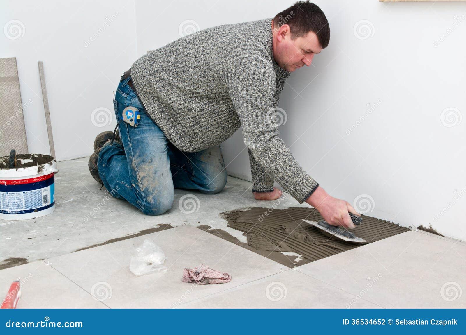 Piastrellista sul lavoro fotografia stock immagine 38534652 - Offerte di lavoro piastrellista ...