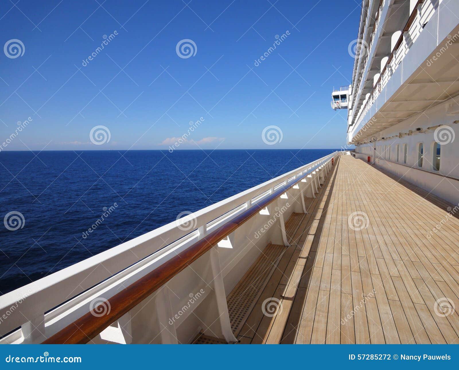 Piattaforma del tek di un cruiseship