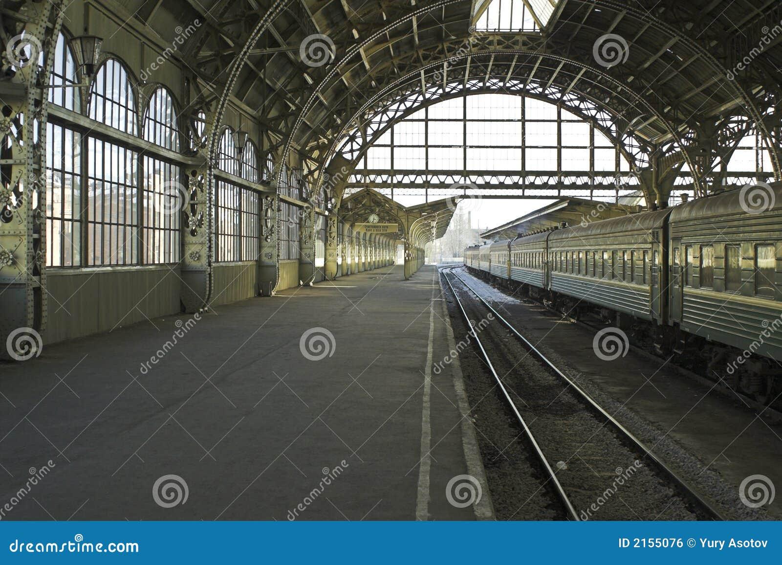 Piattaforma della stazione di ferrovia
