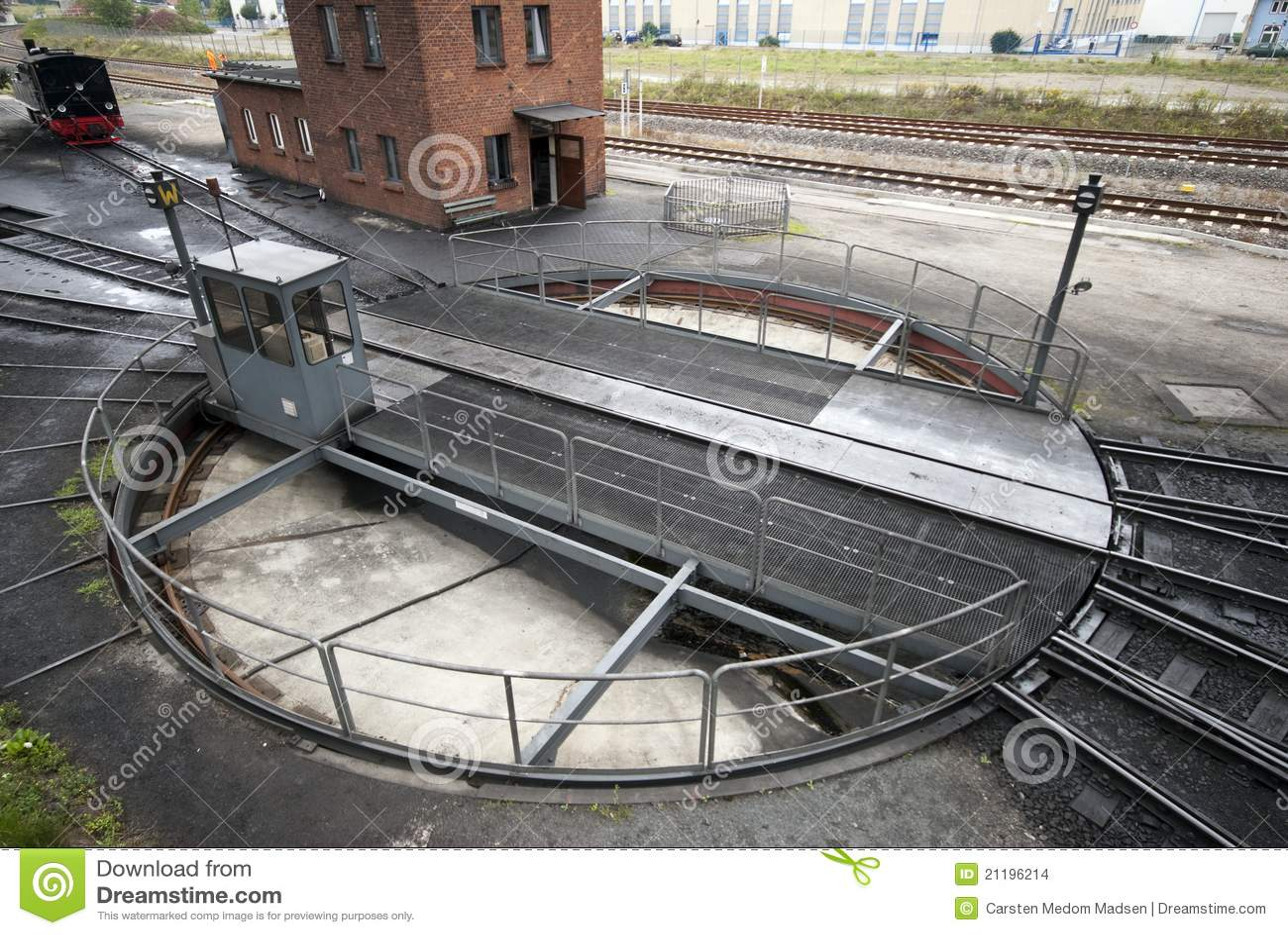 Piattaforma girevole ferroviaria fotografia stock for Piani di piattaforma di piattaforma