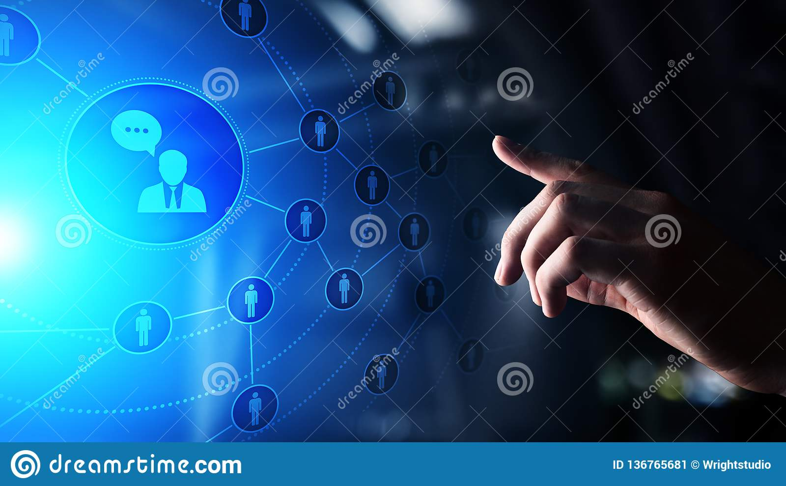 Piattaforma sociale di media, struttura di comunicazione del cliente, SMM, vendita Concetto di tecnologia di affari e di Internet