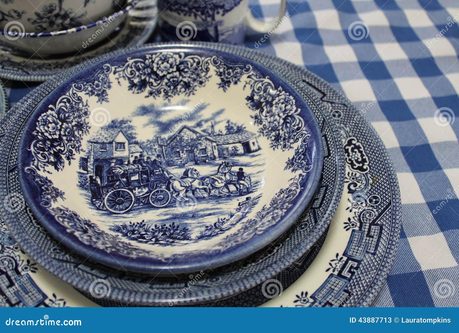Piatti Blu E Bianchi Della Cina Di Inglese Fotografia