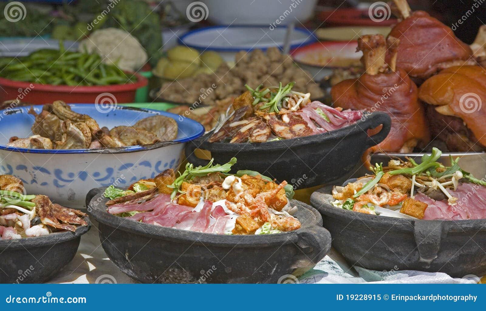 Piatti cinesi esotici del pot di argilla immagine stock for Piatti da mangiare