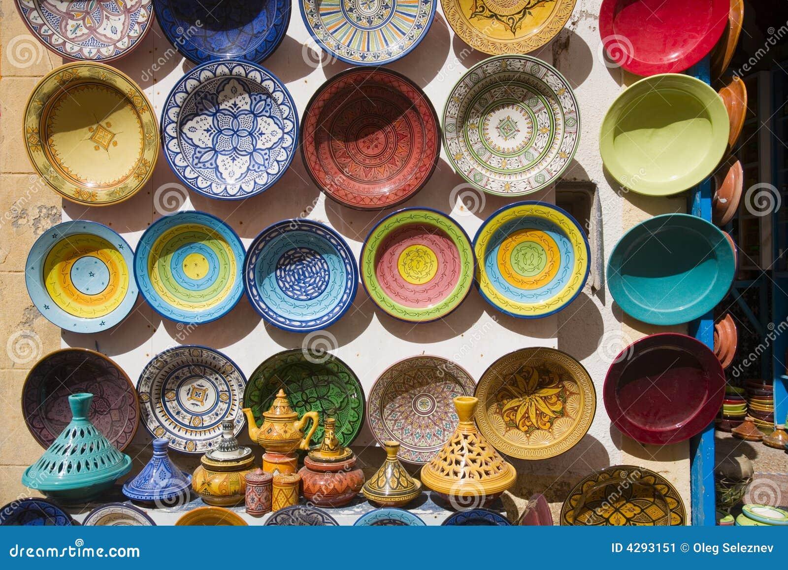 Piatti dipinti a mano di ceramica marocchini immagine stock