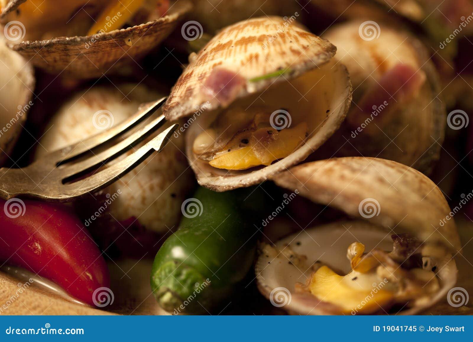 Piatto del mollusco dei peperoncini rossi.