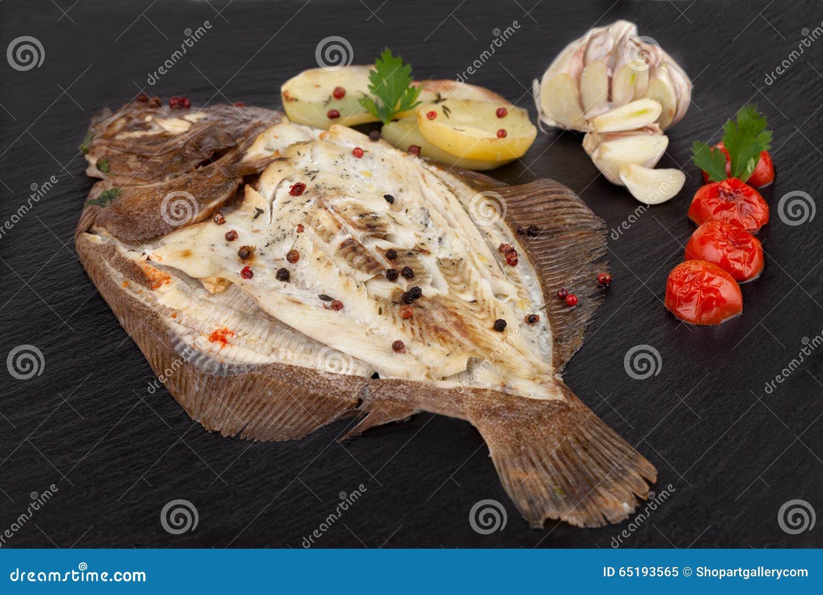 Piatto Del Pesce Al Forno Del Rombo Immagine Stock Immagine Di