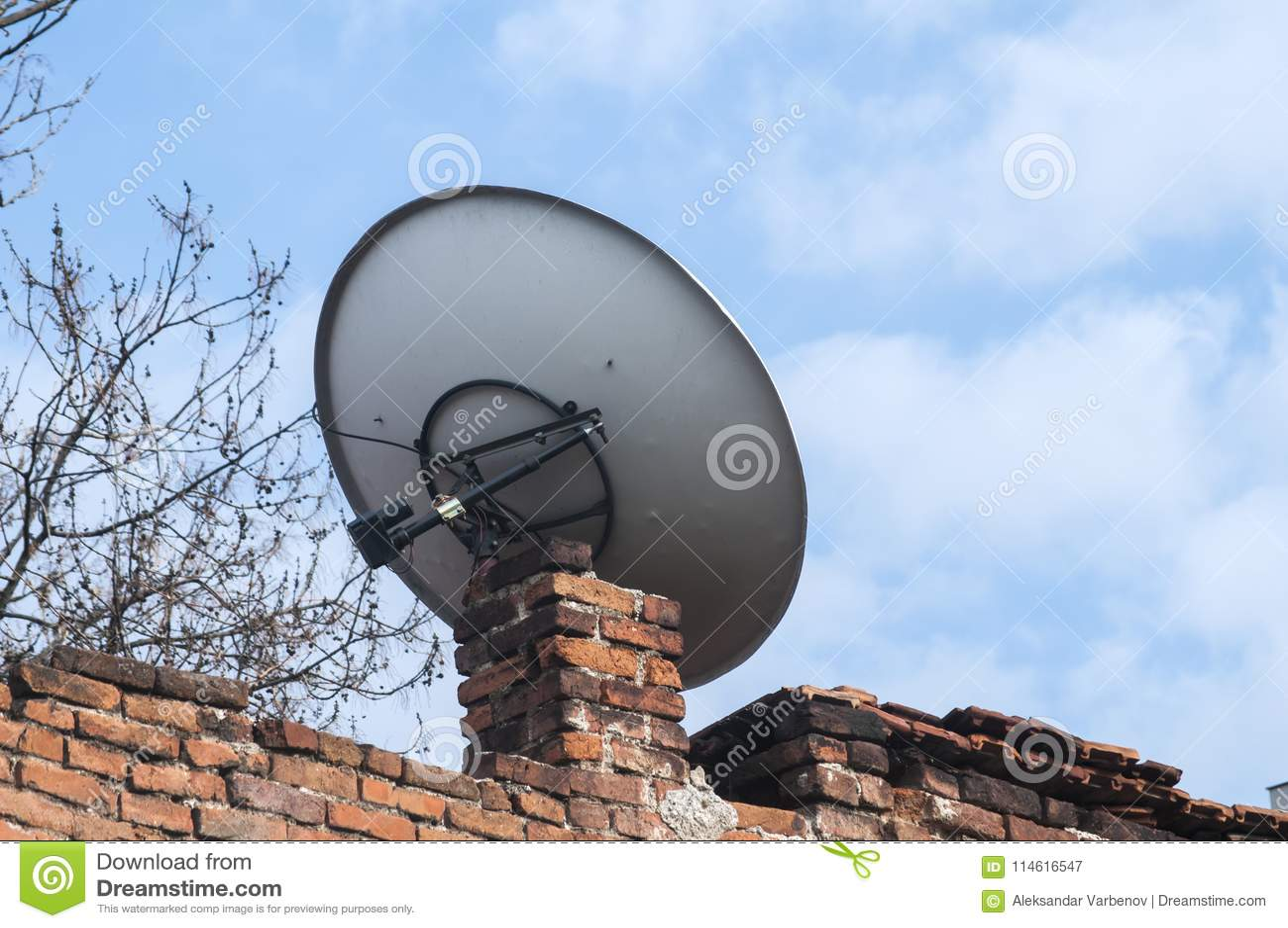 Piatto della televisione via satellite