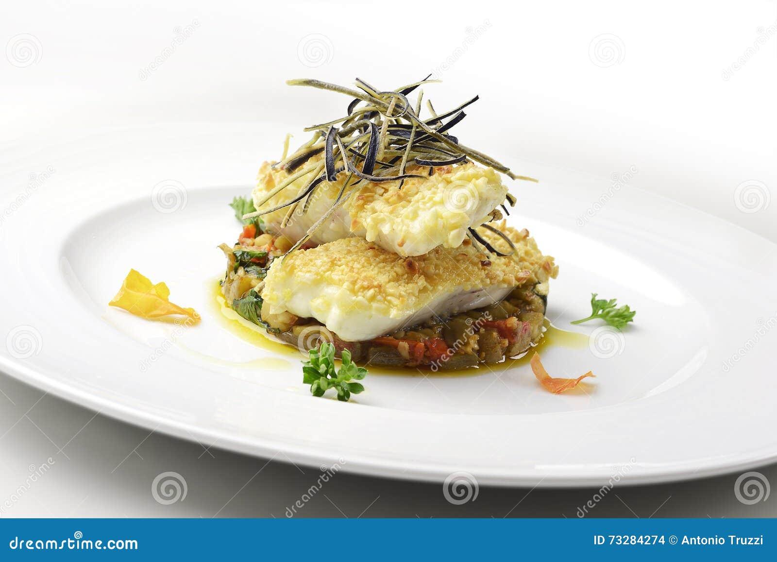 Piatto Di Pesce Raccordo Del Rombo In Crosta Della Mandorla