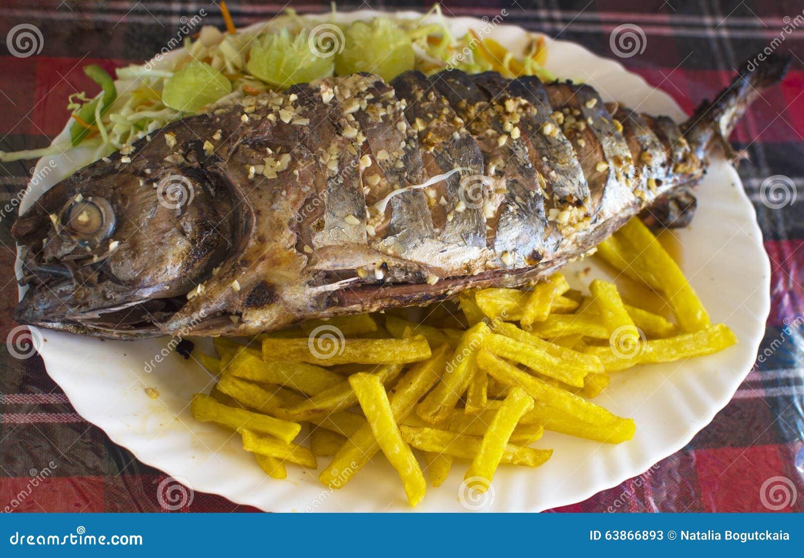 Piatto Di Pesce Un Tonno Fritto Immagine Stock Immagine Di Patate