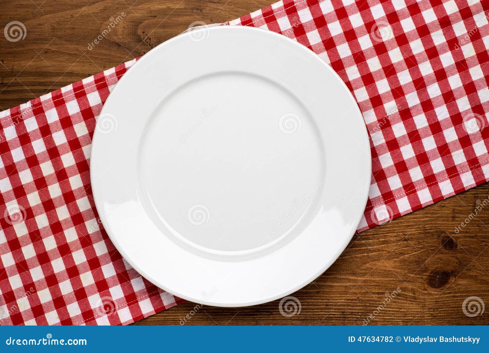 Piatto vuoto sul ripiano del tavolo di legno con la tovaglia fotografia stock immagine 47634782 - Video sesso sul tavolo ...