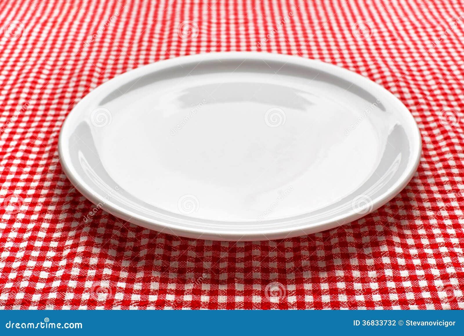 Piatto vuoto sul tavolo da cucina fotografia stock for Piatti di cucina