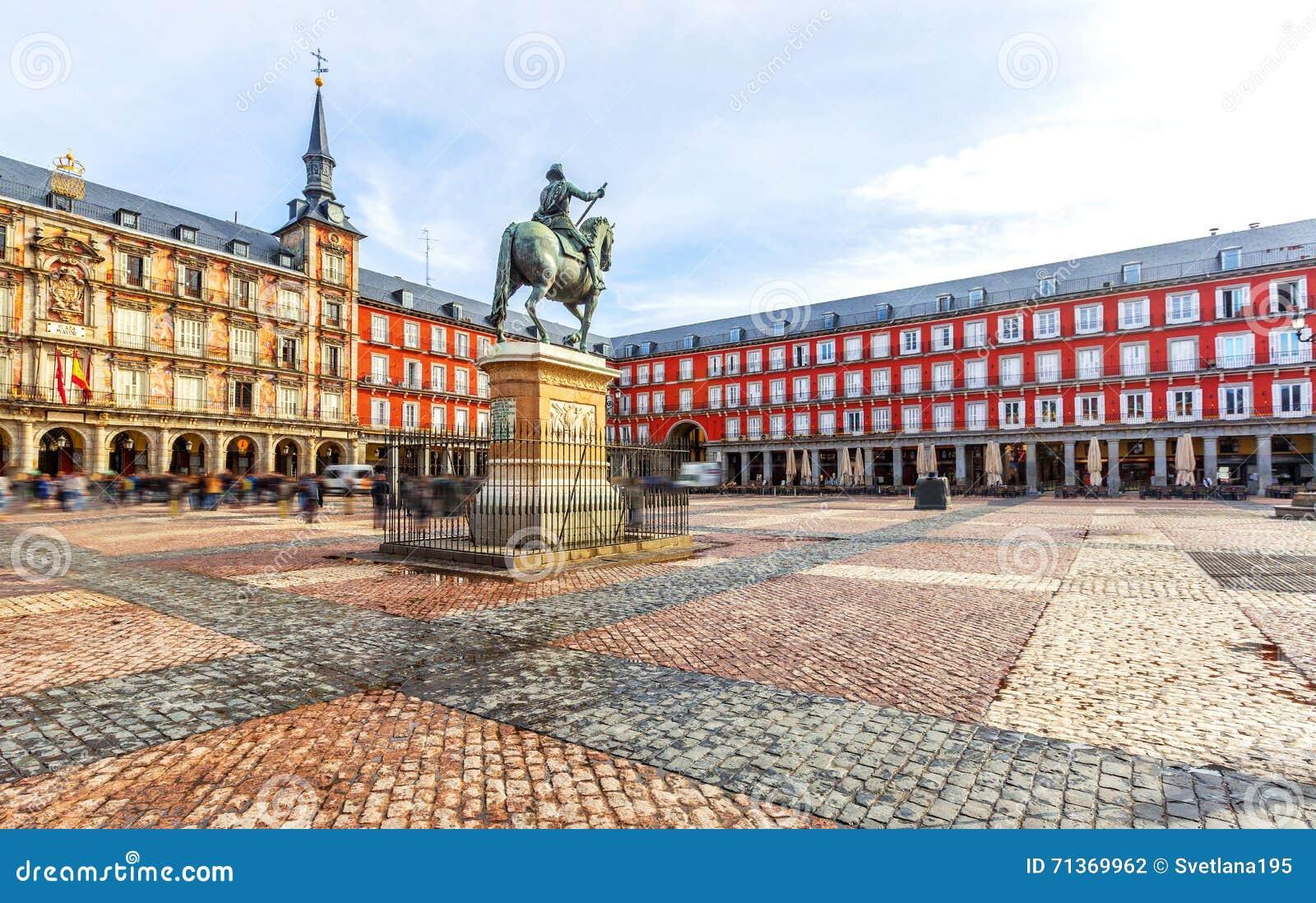 Piazza-Bürgermeister mit Statue von König Philips III in Madrid, Spanien